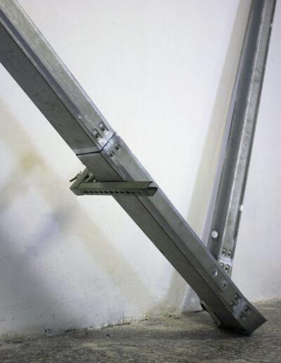 installazione site specific realizzata con passacavi in acciaio