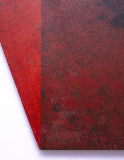 Dettaglio dell'angolo di un quadro rosso