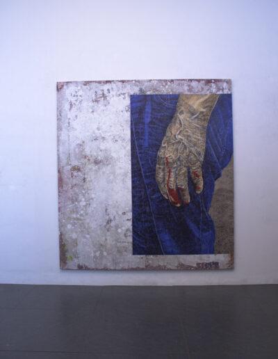 Opera di norberto spina esposta in spazio espositivo a milano