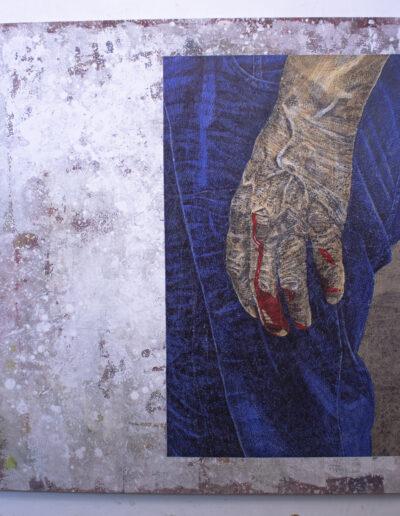 Opera d'arte rappresentante un anziano lavoratore in jeans
